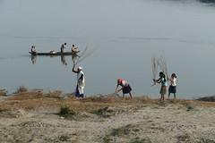 Scène de vie sur les berges du Brahmapoutre (Christian Mathis) Tags: happyplanet asiafavorites