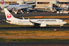 Japan Airlines Boeing 737-846 JA308J (Mark Harris photography) Tags: spotting rjtt canon 5d aviation