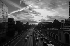 Traffic Density. (Lea Ruiz Donoso) Tags: madrid españa spain paisaje atardecer blancoynegro bw nube ciudad tráfico urbano vehículos reflejo edificio arquitectura
