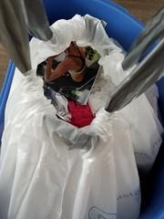 20190418_142811 (math33math) Tags: waste bag basura garbage sac trash rubbish poubelle poubelles déchets déchet discarded