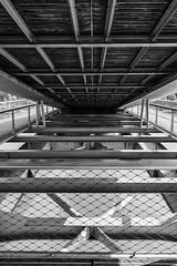 entre le pont (Rudy Pilarski) Tags: nikon nb bw bridge monochrome moderne modern noiretblanc blackandwhite city ciudad capitale canal structure architecture architectura architectural line ligne perspective paris france francia europe europa urbain urban urbano flickrbest thepassionphotography nikkor d7100 abstract abstrait minimalisme minimal minimalism minimalist