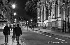 paris ... (andrealinss) Tags: frankreich france paris parisstreet schwarzweiss street streetphotography streetfotografie bw blackandwhite andrealinss 35mm availablelight notredame
