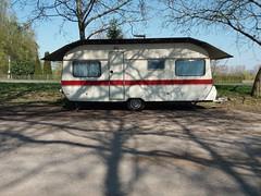 Falls es mal wieder hagelt, mit Hagelkörnern so groß wie Ostereier. (QQ Vespa) Tags: wohnwagen camper schatten shadow ombre camping caravan caravaning caravanlove caravanlife