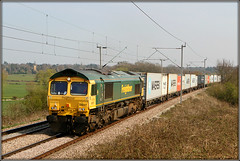 66507, Church Brampton (Jason 87030) Tags: 6650y gm shed fred churchbrampton northamptonloop lineside location cargo frecht freight tren train linside ts image northants session shot shoot northmaptonhire green yellow 66507 felixstowe north ditton containers canon eos boxes maersk light color colour uk england 2019 4m63