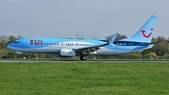 G-TAWW (AnDyMHoLdEn) Tags: thomson tui 737 egcc airport manchester manchesterairport 05r