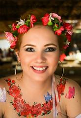 Red Hair, Red Flowers (wyojones) Tags: texas texasrenaissancefestival toddmission texasrenfest renfest renfaire renaissancefaire faire renaissancefestival festival trf beauty girl woman beautiful pretty lovely gorgeous cute redhead browneyes lips makeup flowers headband hoopearrings bodypaint smile ribbon