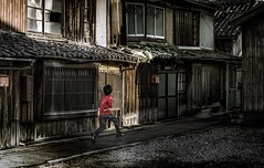 Old house and boy (SI Kamerameha) Tags: oldhouse boy run street people human life happyplanet asiafavorites
