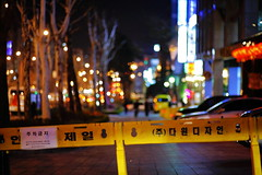 2206/1859 (june1777) Tags: snap street seoul night light bokeh canon eos 5d kyocera contax carl zeiss planar 85mm f14 1600 clear