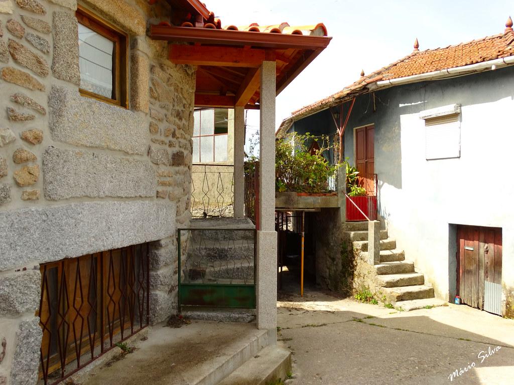 Águas Frias (Chaves) - ... casas na Aldeia