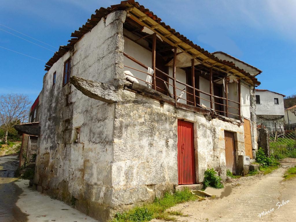 Águas Frias (Chaves) - ... casa na Aldeia (que já viu melhores dias ...)
