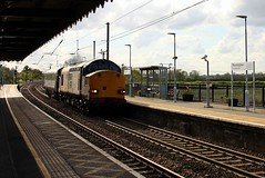Dragging through Manningtree (Chris Baines) Tags: drs 37059 with dvt 82114 manningtree working canton pullmans norwich crown point