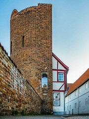 The half tower at Lübeck had been built in the 13th century. Later a timbered house was built into the tower from the backside. (Thomas Dittscher) Tags: turm nopeople lübeck day germany tower middleage ancient