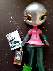 Join Blythe A Day for May 2019 link below (Fables I/VI) Tags: alien ufo blytheaday bad miniature book area51 novistar novi doll 16scale