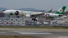 Fukuoka Airport 2019.4.13 (24) (double-h) Tags: omd em1markii omdem1markii lumixgxvariopz45175mmf4056asphpowerois rjff fuk fukuokaairport 福岡空港 airplane 飛行機 observationdeck 展望デッキ