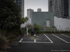 "Untitled (Kenji ""hamachan"" Nagahama) Tags: 横浜市 神奈川県 日本 street candid bicycle parkinglot temporaryfence yokohama japan"
