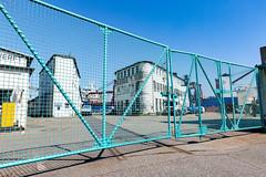 Das Tor III (Rasande Tyskar) Tags: hamburg werft dockyard shipyard schiffe ships harbour hafen port blau hellblau gate fence zaun