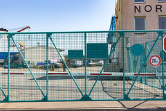 Das Tor II (Rasande Tyskar) Tags: hamburg werft dockyard shipyard schiffe ships harbour hafen port blau hellblau zaun fence gate