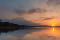 Spring haze (yamanaito) Tags: sunset dusk fujisan mtfuji mountain orange sky yamanakako yamanashi japan lake water haze spring