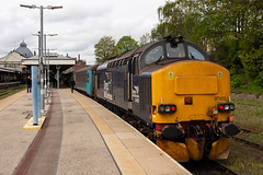 37423 tnt 37425 2P21 1317 Great Yarmouth_Norwich Norwich 25 April 2019 (The_Anorak) Tags: class37 tractor growler syphon englishelectric type3 37425 sirrobertmcalpine concretebob 37423 spiritofthelakes british rail railways passenger express train england unitedkingdom uk greatbritain gb norwich greatyarmouth lowestoft wherryline norfolk broads east anglia drs directrailservices diesel locomotive greateranglia 25th april 2019 2p21