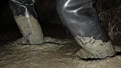 More night fun at Mucking Flats (essex_mud_explorer) Tags: hunter gates uniroyal madeinscotland madeinbritain rubber coarsefisher black waders boots rubberboots rubberwaders thigh thighwaders thighboots cuissardes watstiefel gummistiefel rubberlaarzen mud muddy mudflats tidal estuary thamesestuary muckingflats stanfordlehope essex matsch schlamm boue