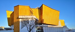Kammermusiksaal (Berliner1963) Tags: deutschland germany berlin tiergarten kammermusiksaal archirektur architecture modernarchitecture modernearchitektur kulturforum blau blue himmel sky gold chambermusichall herbertvonkarajanstrase konzerthaus konzerthalle musikhalle hansscharoun edgarwisniewski