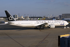 JA731A (JBoulin94) Tags: ja731a all nippon airways allnipponairways ana boeing 777300er tokyo narita international airport nrt rjaa john boulin star alliance speciallivery