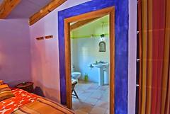 La Habitación Violeta con Su Baño (brujulea) Tags: brujulea casas rurales turre almeria casa rural nacimiento del rincon habitacion violeta con bano