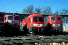 182 023  Nürnberg Rbf  04.04.03 (w. + h. brutzer) Tags: nürnbergrbf 182 taurus eisenbahn eisenbahnen train trains deutschland germany elok eloks lokomotive locomotive zug db nikon webru analog