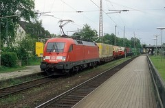 182 024  Hannover - Linden  14.05.04 (w. + h. brutzer) Tags: hannoverlinden 182 taurus eisenbahn eisenbahnen train trains deutschland germany elok eloks lokomotive locomotive zug db nikon webru analog
