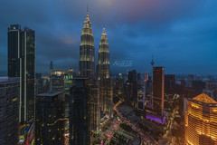 The Iconic Twin Tower, Kuala Lumpur Malaysia (Mohamad Zaidi Photography) Tags: samsung star residence tower skyscraper bluehour high newangle business district capital architecture twintower klcc hotel city town sony laowa12mm sonya7r3 malaysia kualalumpur cityscape skyline downtowndistrict financialdistrict streetlight officebuilding officepark citylife