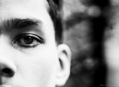 02 (1 von 1) (Thomas Weiler Fotografie) Tags: people face men youngadult monochrome portrait germany munich outdoors fineart expressive naturallight natural eye gesicht mann ungezwungen natürlich spontaneous spontan schwarzweisfotografie blackandwhite kino cinema bestportraitsaoi thomasweilerfotografie