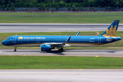 Vietnam Airlines | Airbus A321-200N | VN-A619 | Singapore Changi (Dennis HKG) Tags: aircraft airplane airport plane planespotting skyteam canon 7d 100400 singapore changi wsss sin vietnam vietnamairlines hvn vn airbus a321 airbusa321 a321neo airbusa321neo sharklets a21n vna619