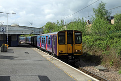 313051 313046 Bowes Park (CD Sansome) Tags: bowes park station tsgn great northern govia thameslink railway gtr fcc first capital connect train trains 313 313046 313051