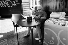 Torino 0572 (malko59) Tags: torino turin street streetphotography urban bar eyecontact biancoenero blackandwhite fujifilmxseries fujifilmx fujifilmxt1 samyang12mm