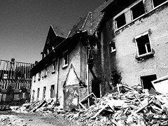 P4213436 (marcusgeue) Tags: olympus 1240 olympuspro zuiko schwarzweiss blackandwhite ruhrpott gladbeck schlägel abriss