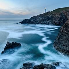 Trevose Lighthouse (Chris Jones www.chrisjonesphotographer.uk) Tags: ocean photographer jones chris uk england west south building rocks dusk waves foam seascape exposure long padstow lighthouse trevose north cornwall