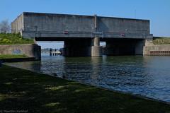 Waterliniepad Houten & Nieuwegein (Maarten Kerkhof) Tags: fujifilmxe2 heemstedebrug nieuwehollandsewaterlinie plofsluis w xe2