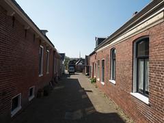 Kostersgang (Jeroen Hillenga) Tags: usquert groningen netherlands straat street dorp village wierde