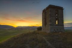 Torre de telégrafos de Campajares II (Jose Peral Merino) Tags: anochecer torredetelégrafos bujedo burgos torre landscape paisaje ocaso
