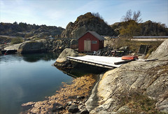 Bohuslän Påskdagscykling 03 - Flatön Rast (Zarako) Tags: crescent zepto bicycle boat bridge building house mountain sea stone water bohuslän