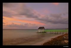 The light of dawn. (R. M. Marti) Tags: amanecer sunrise dawn cielo sky nubes clouds puente bridge agua water playa beach mar sea oceano ocean arena sand rocas rocks