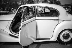 en passant par Linas-Montlhery (Jack_from_Paris) Tags: l2011975bw leica m type 240 10770 leicasummicronm35mmf2asph 11879 dng mode lightroom capture nx2 rangefinder télémétrique bw noiretblanc monochrom blackandwhite monochrome wide angle street montlhery autodrome de linasmontlhéry course race voiture car super lignes jaguar portrait candid regard