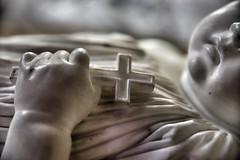 Laissez l'enfant dormir ..... (OGNB) Tags: canon6dmarkii art pierre statue bw nb cross croix child enfant