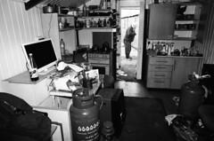 04 Jim's cabin with Les, Middleton Cabins, Hartlepool (I ♥ Minox) Tags: film 2019 tmax kodaktmax400 olympus olympusom2 olympusom2n om2 om2n hartlepool teesside middletoncabinowners shed middleton middletonhartlepool om2582