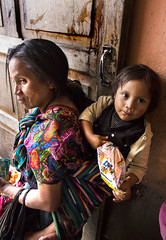 Mother and daughter (klauslang99) Tags: klauslang streetphotography mother daughter child person people chichicastenango guatemala