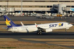 JA73NN, Boeing 737-800, Skymark Airlines, Tokyo Haneda (ColinParker777) Tags: ja73nn boeing 737 b737 b738 738 737800 b737800 39422 3975 73781d airplane airliner aircraft aeroplane plane rotate rotation fly flying takeoff departure travel flight dusk runway terminal airport tokyo haneda japan hnd rjtt skymark airlines airways air bc sky heart winglets tail canon 7d2 7dmk2 7dmkii 7dii 200400 l lens zoom telephoto pro