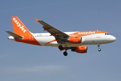 G-EZBR (IndiaEcho) Tags: airbus easyjet u2 ezy gezbr a319 london gatwick egkk lgw airport airfield crawley west sussex england canon eos 1000d civil aircraft aeroplaneaviation airliner approach landing sky 08