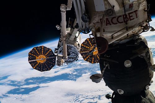 The Canadarm2 maneuvers to grapple Cygnus