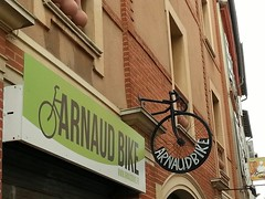 Toulouse enseigne vélo (christine.petitjean) Tags: toulouse enseigne vélo bicyclette