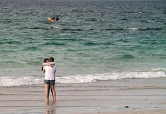 Ellos son jóvenes-_4200115 (peruchojr) Tags: juventud playa mar agua arena enamorados ovao ríadevigo corujo vigo galicia españa